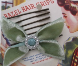 Hair-access-hazel-grips-and-velvet-bow-219-6-th[1]