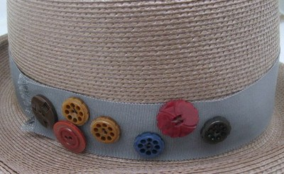Hat_with_button_detail